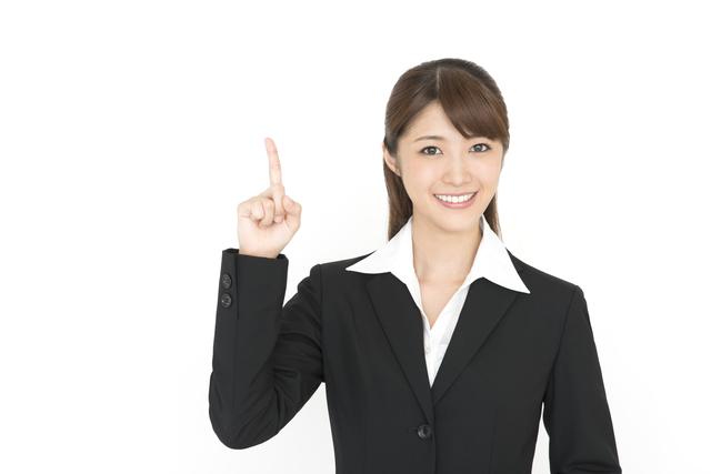教習の内容と料金の案内の女性